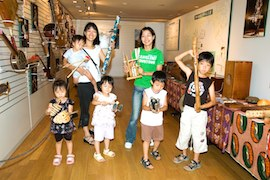 Exhibition of Folk Instruments Held for Children at Min-On Music Museum