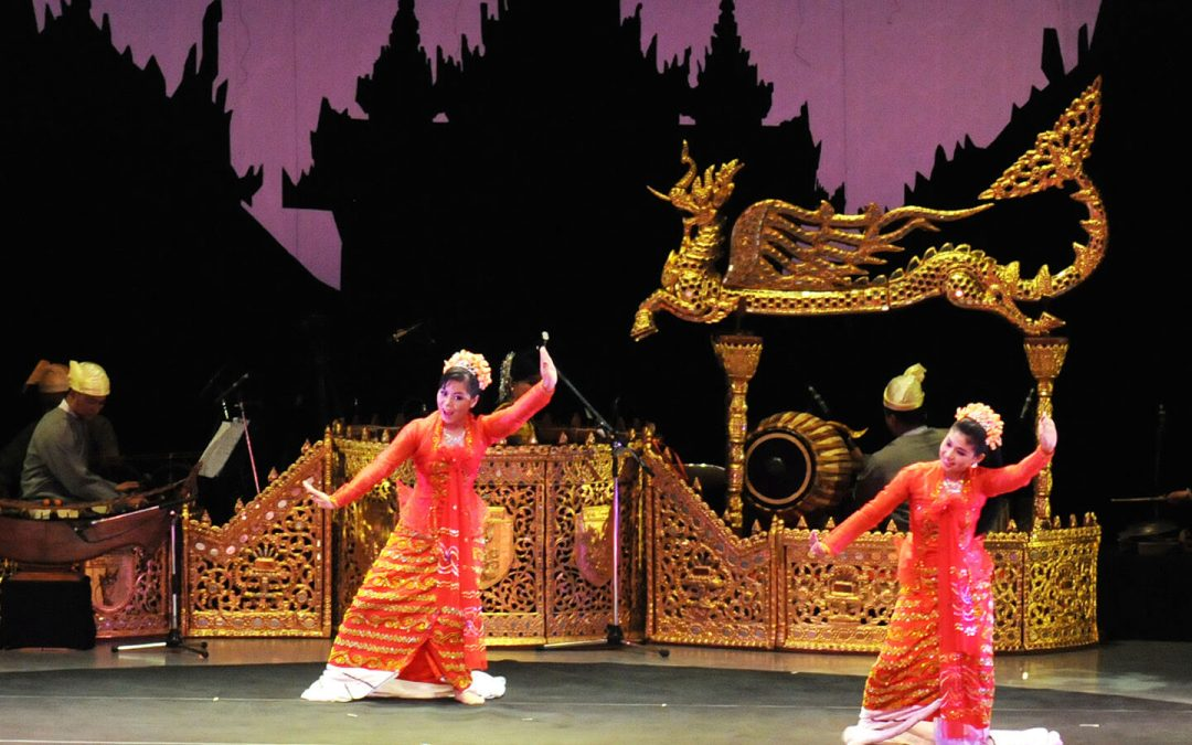 A Golden Brilliance of Peace Delights Audiences
