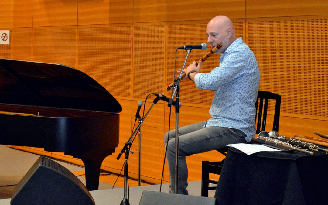 Lucky Audience Delighted by Peaceful Sounds of World Music