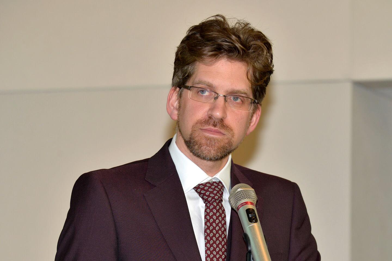 Dr. Craig Robertson