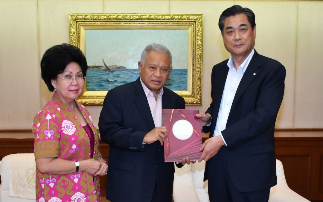 Former Indonesian Minister for Defense Purnomo Yusgiantoro and Wife Visit Min-On Culture Center