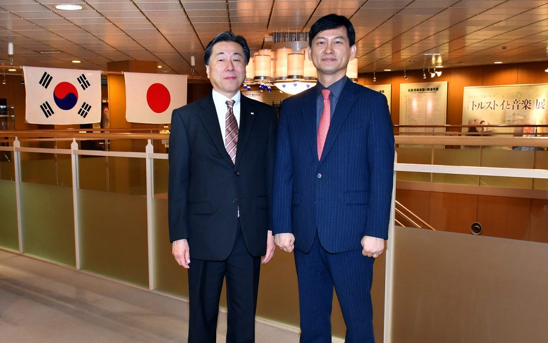 Director Seong Un Hwang of the Korean Cultural Center, part of the Embassy of the Republic of Korea in Japan, Visits the Min-On Culture Center