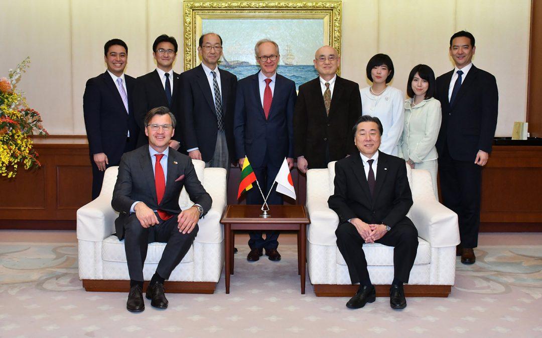 Lithuanian Ambassador in Japan Visits Min-On Culture Center