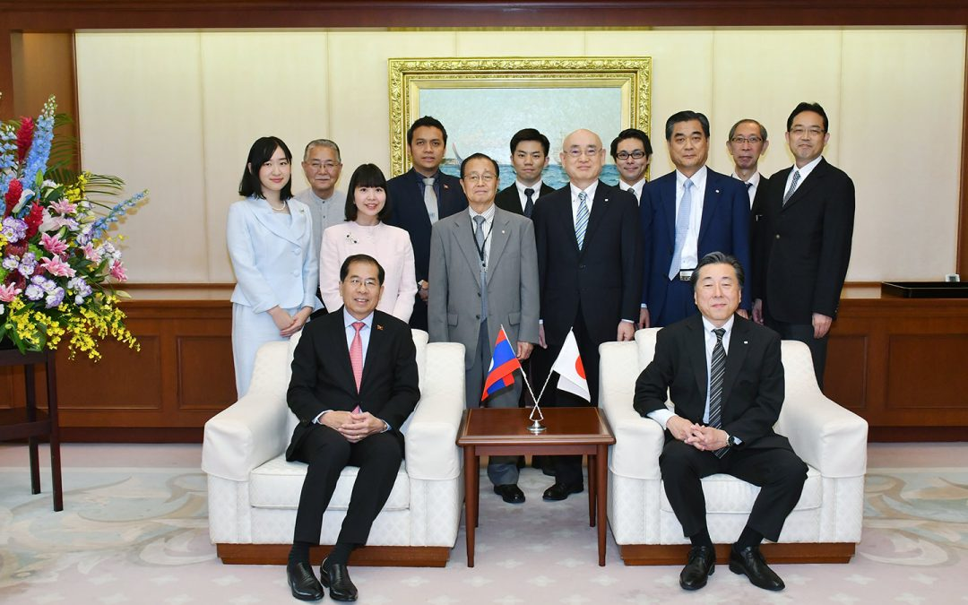 Laos Ambassador Visits Min-On Culture Center