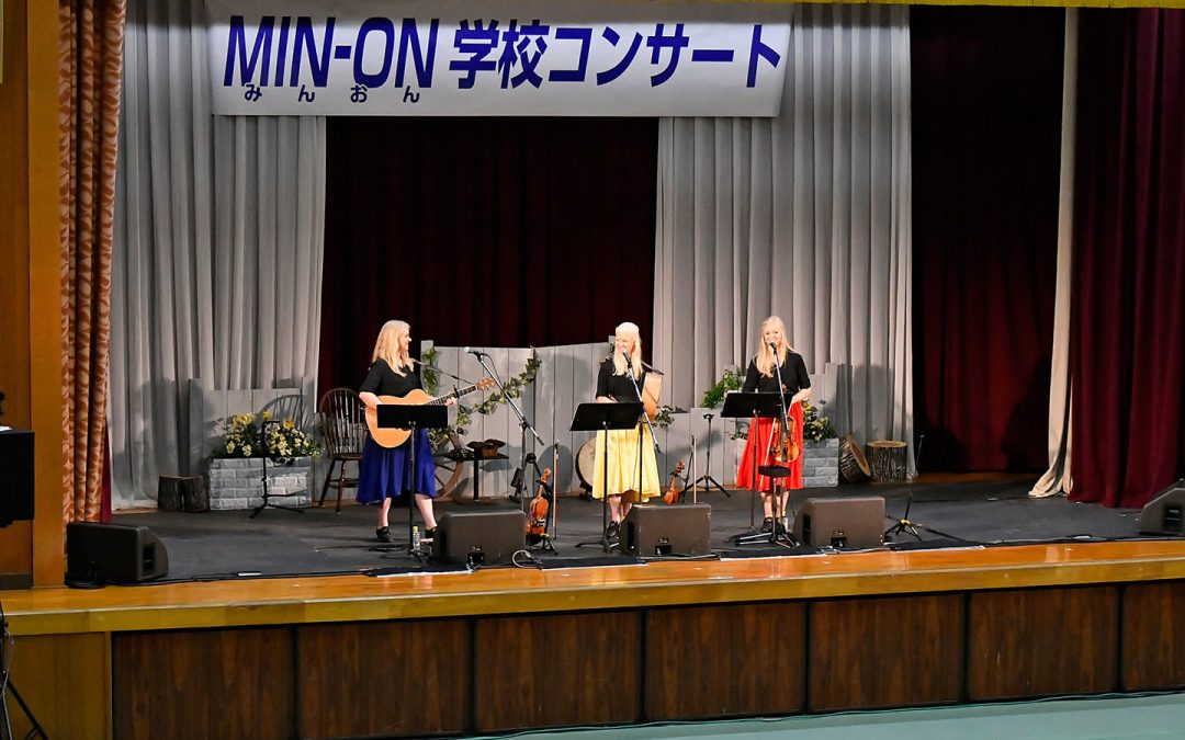 The Gothard Sisters and Mongolian Ikh Tatlaga perform in Min-On School Concerts in Wakayama, Aichi and Gifu