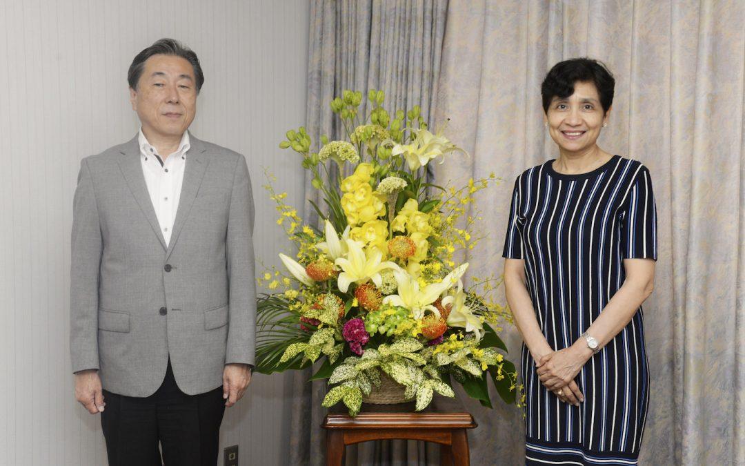 Ambassador of the Republic of El Salvador to Japan Visits Min-On Cultural Center