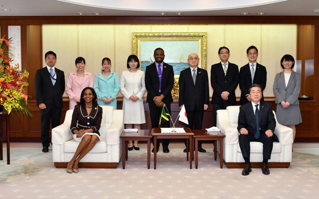 Ambassador of Jamaica to Japan Visits the Min-On Culture Center